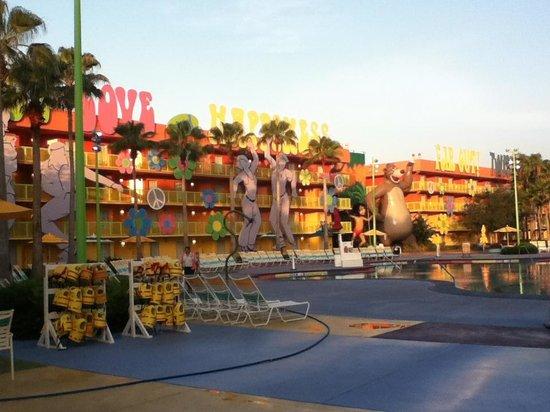 Disney's Pop Century Resort: Room overlooking Pool