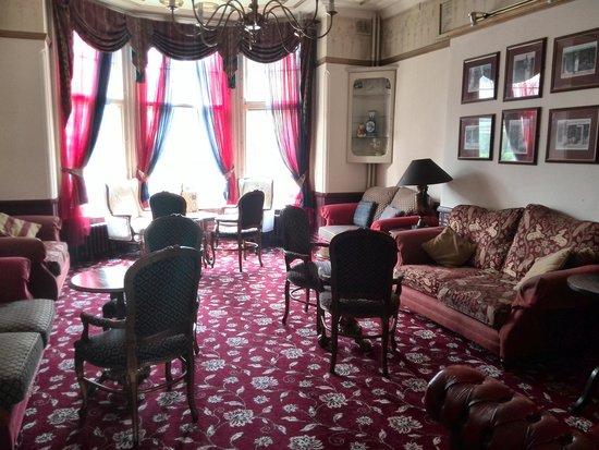 Regency Hotel: lounge area