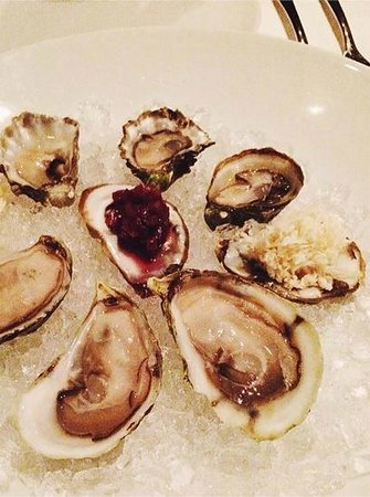 Scaramouche Restaurant: Two Kinds of Oysters