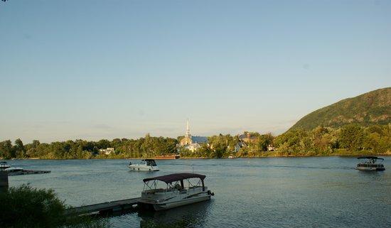 Restaurant bleu moutarde : River view