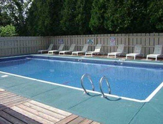 Knights Inn Hadley : Pool