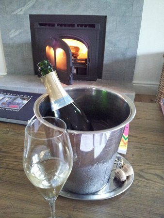 Angala Boutique Hotel and Guest House: Welcome champers and fireplace