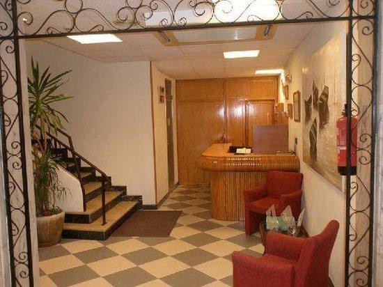 Hotel Mayna: Interior