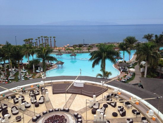 Gran Melia Palacio de Isora Resort & Spa: panorama of view from Ocean View room (if you stand!)