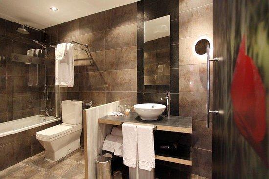 Hotel Petit Palace Boqueria Garden: Bathroom