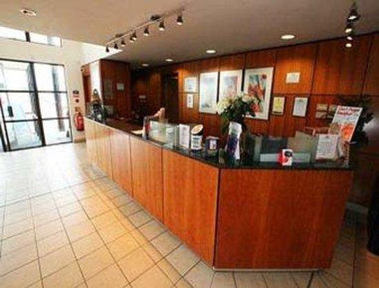 Days Inn Stevenage North: Reception