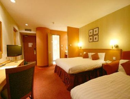 Days Inn Stevenage North: Two Twin Bed Guest Room
