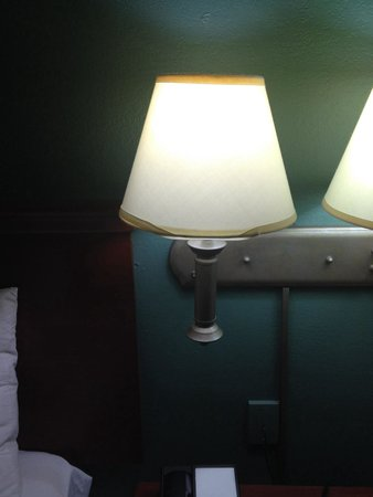 Sonesta ES Suites South Brunswick - Princeton: Lampshade in shoddy condition in our room. Rooms need updating!