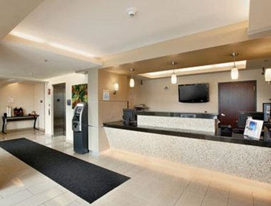 Days Inn & Suites Milwaukee: Lobby