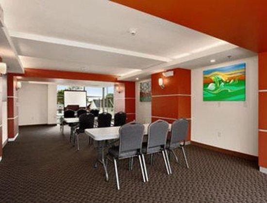 Days Inn & Suites Milwaukee: Meeting Room
