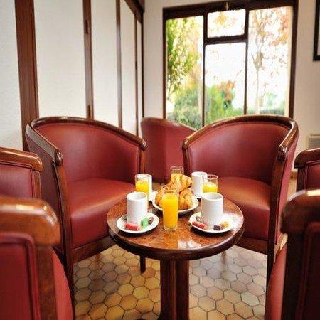 Campanile Saintes : Lounge