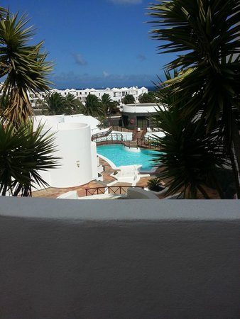 Aparthotel Lanzarote Paradise: view from bar area