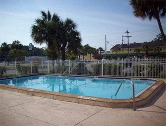 Knights Inn Jacksonville Downtown : Pool