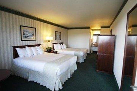 Emerald Dolphin Inn: Double Queen Room