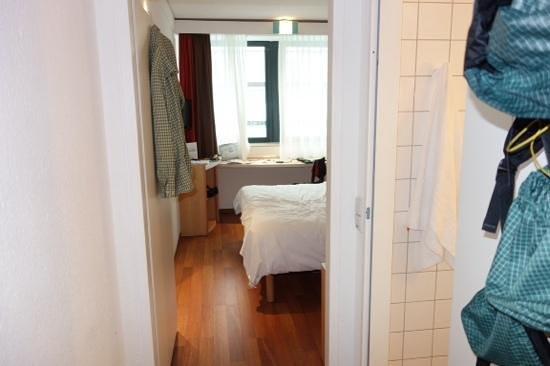 Ibis Koeln Am Dom: room