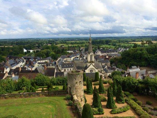 Chateau de Luynes : La ville de Luynes vue des jardins du château