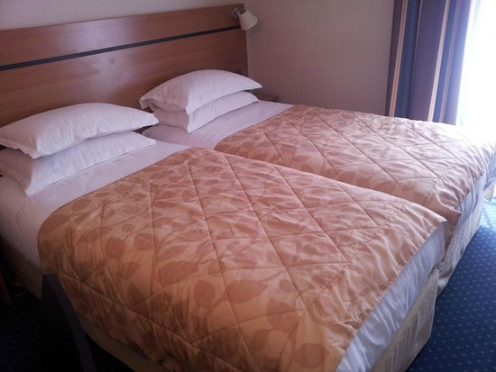 Hotel Cujas Pantheon: compact rooms, standard sized single beds