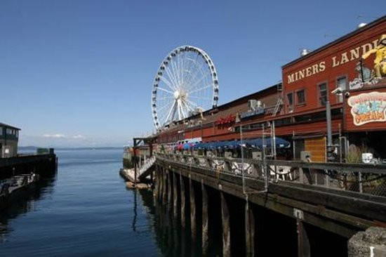 Seattle Great Wheel: Great Wheel and adjoining stores