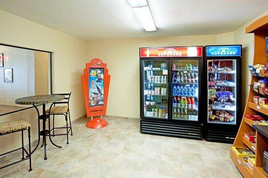 Candlewood Suites San Antonio N - Stone Oak Area: Cupboard