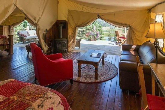 Siwash Lake Wilderness Resort: Luxury safari tent interior at Siwash Lake Ranch