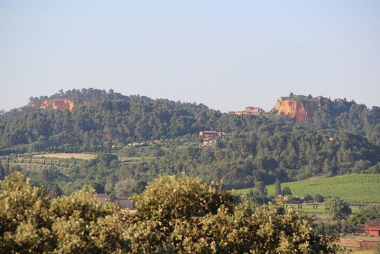 Hotel la Cle des Champs: Vue sur Roussillon