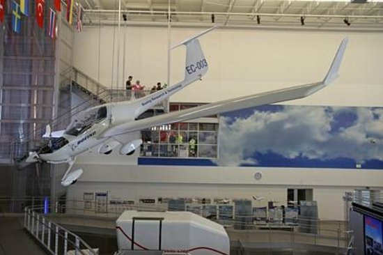 Future of Flight Aviation Center & Boeing Tour: Free display area