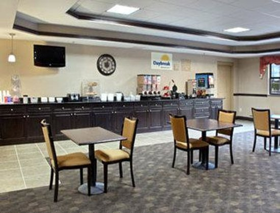 Days Inn & Suites Jeffersonville IN: Breakfast Area