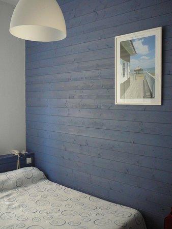 chambre simple double vitrage volets roulants lectriques clim photo de hotel la pergola. Black Bedroom Furniture Sets. Home Design Ideas