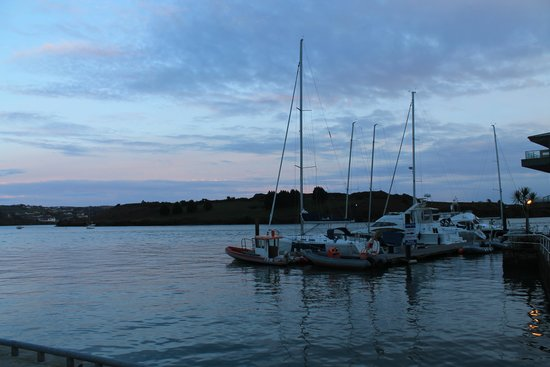 Trident Hotel Kinsale: view at dusk