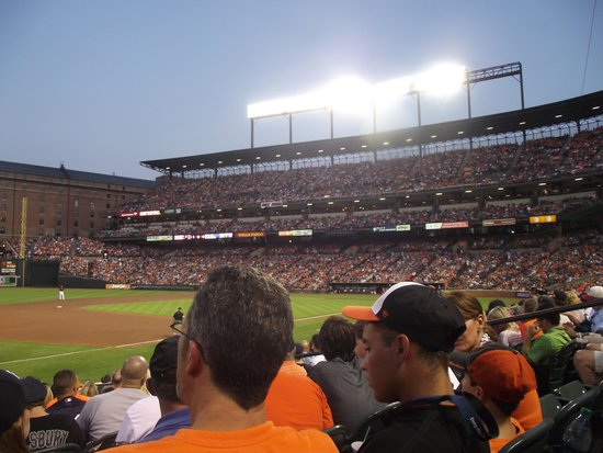 Oriole Park at Camden Yards: Camden Yards ballpark on a soldout night