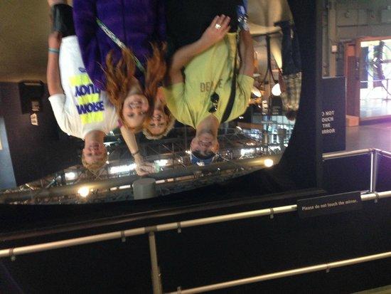 Exploratorium : upside down family