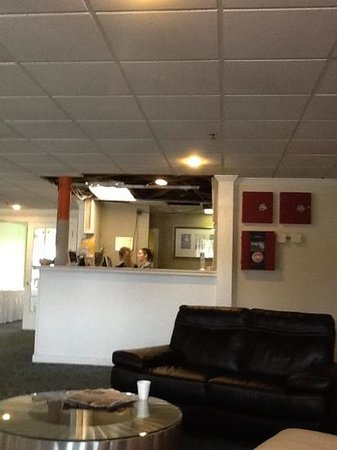The Lakeside Inn: no ceiling above check in desk