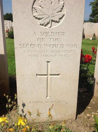 Manoir de Neuville  les Dieppe : Canadian WW2 cemetery, Dieppe