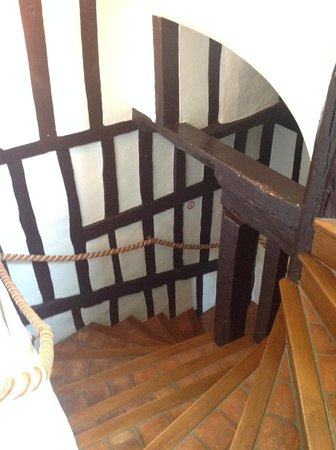 Manoir de Neuville  les Dieppe : Stairs to 2nd floor