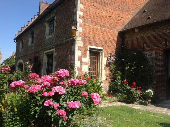 Manoir de Neuville  les Dieppe : Garden side