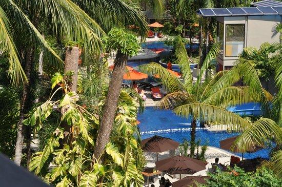 Novotel Phuket Surin Beach Resort.: Вид с балкона четвертого этажа нашего номера.