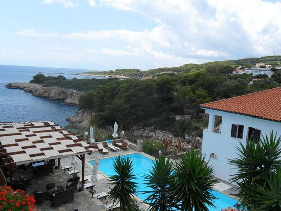 Yalis Hotel: view of Yalis from the road above