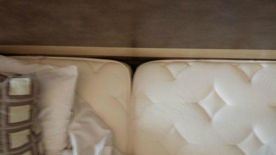 Kyriad Prestige Montpellier Ouest - Croix D'Argent : Chambre double avec deux lits simples