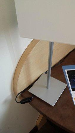 Kyriad Prestige Montpellier Ouest - Croix D'Argent : Câble électrique de lampe