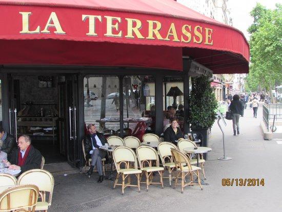 La Terrasse du 7eme: Front entrance - lots of outdoor seating
