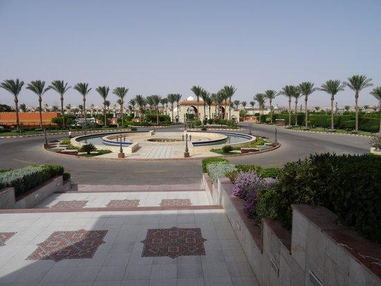 Sunrise Select Garden Beach Resort & Spa: Front of hotel