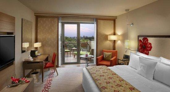 ITC Gardenia, Bengaluru: Tower Club Suite Bedroom