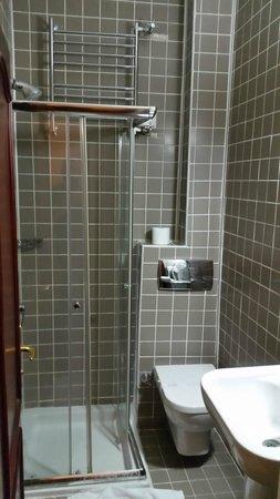 Hotel Sebnem: bathroom