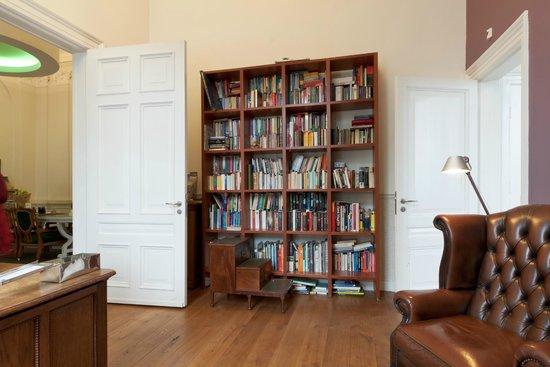 Suite Hotel Pincoffs: Library