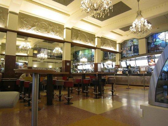 Liberdade Square: Stylish Aliados McDonalds