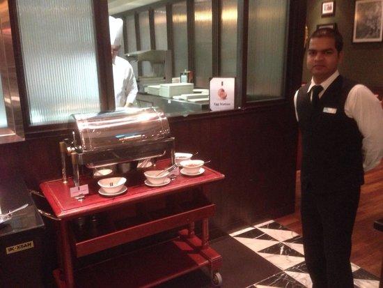 Park Regis Kris Kin Hotel : Breakfast