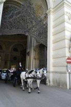 MuseumsQuartier Wien : Въезд во дворец