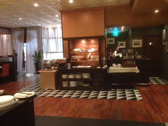 Park Regis Kris Kin Hotel: Breakfast