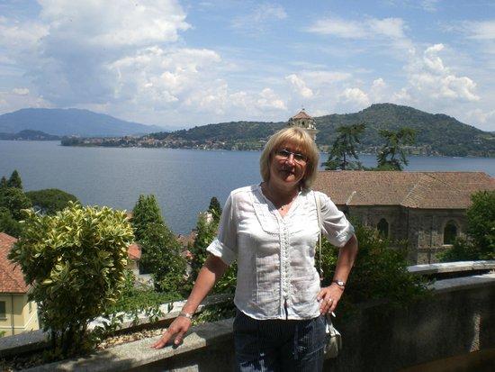 Villanuvola Bed & Breakfast: Вид на озеро со смотровой площадки