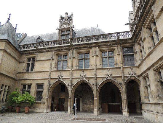 Musee de Cluny - Musee National du Moyen Age: Courtyard